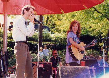Joel Tepp (L) performing with Bonnie Raitt
