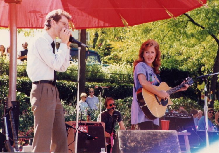 Joel Tepp (L) performing with Bonnie Raitt