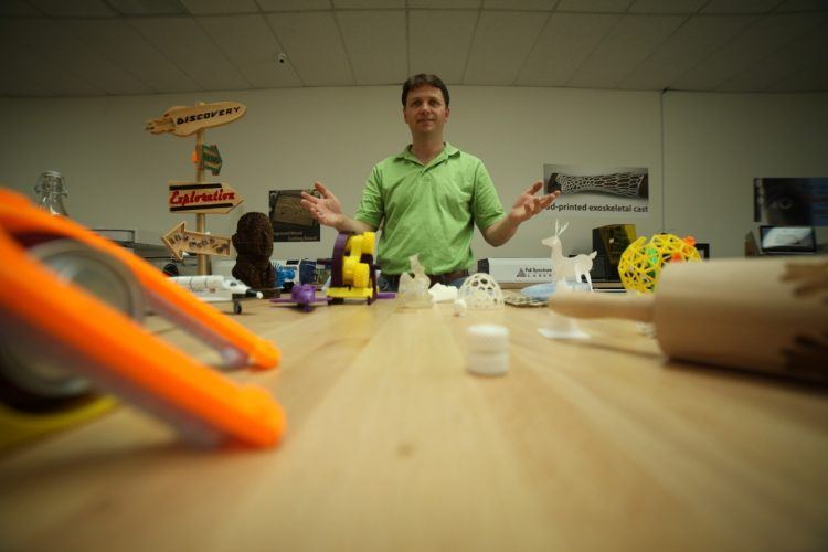Mark L hands out - MODERN MAKER MOVEMENT HITS THE MARK