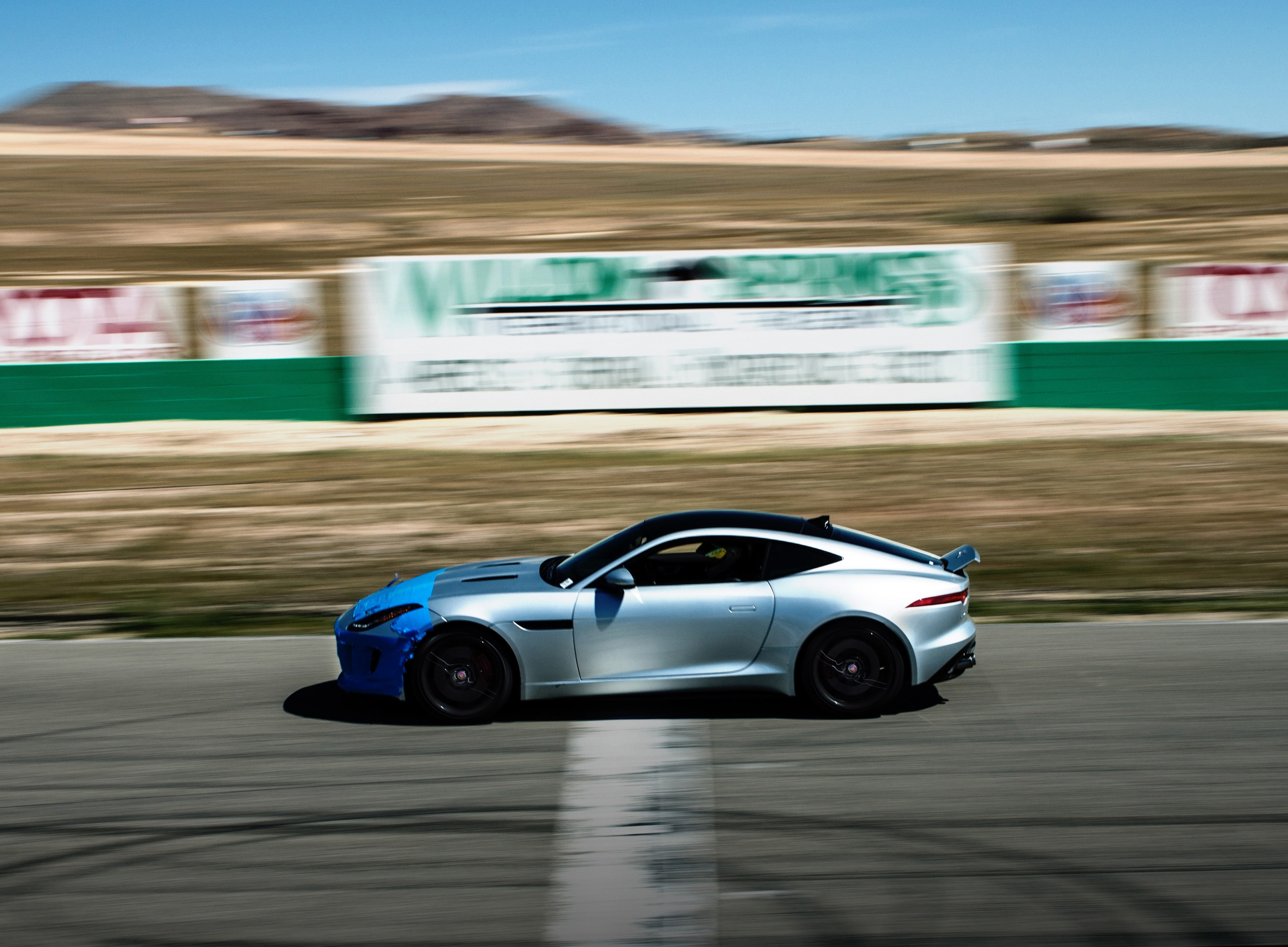 Jag Willow silver racing on track PS