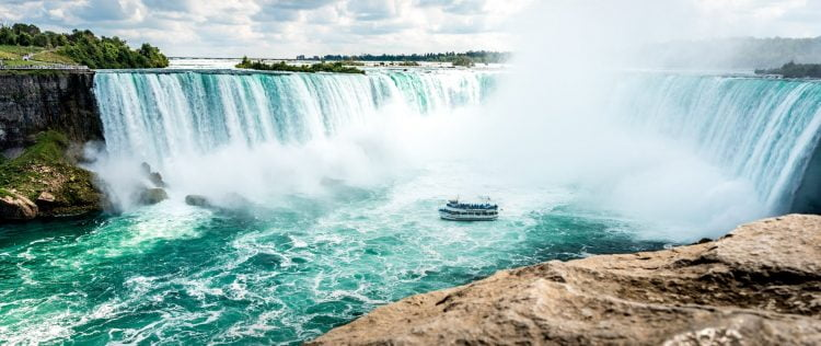 pexels photo 1374585 - Canada: One hot road trip