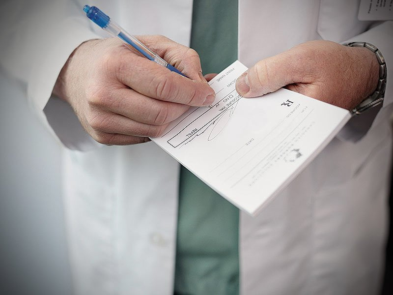 is_180404_prescription_doctor_800x600