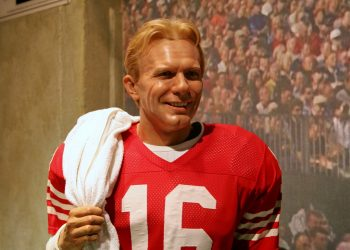 Joe Montana Statue (CC BY 2.0) by cliff1066™